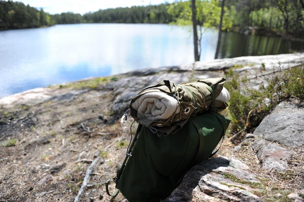 swedish_military_backpack_at_lake